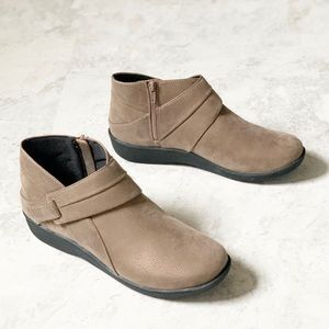 NEW Clark's Cloudsteppers Sillian Rani Boots 9